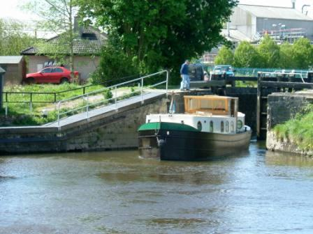 W00 Athy Aqualegia leaving 28th Lock.jpg