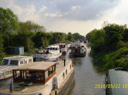 W09 HBA Fleet heading towards 13th Lock GGG May 2010.jpg