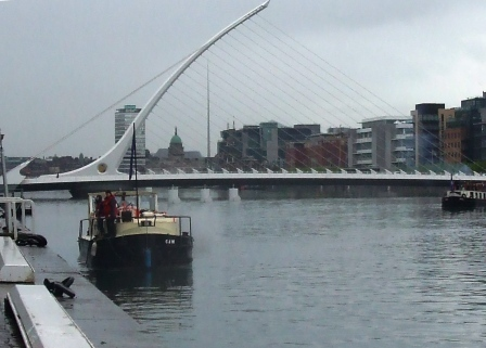 W03 Picking up passengers on the Liffey May 1st 2010 35.jpg