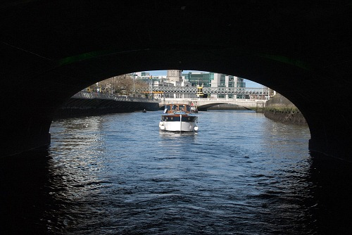 W03 Vicki May approaching bridge on Liffey CN May 2010.jpg