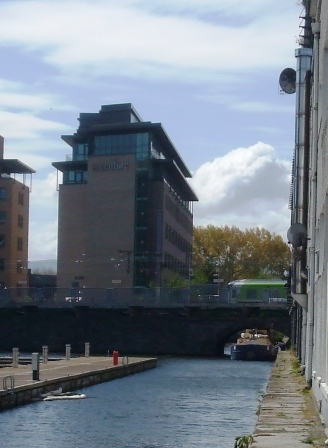 W08 4E under Ringsend Bridge May 2010.jpg