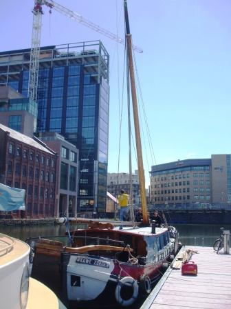 W Raising the Mast in GCD EOL May 2010.jpg