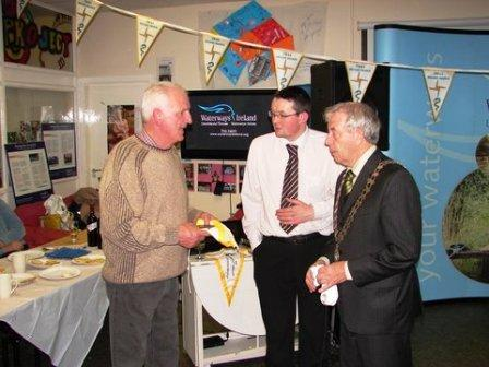 W02 Presentation of Kildare Burgee and Plaque to Cllr Seamie Moore Mayor of Naas PK Oct 2010 DSC03778-1.jpg