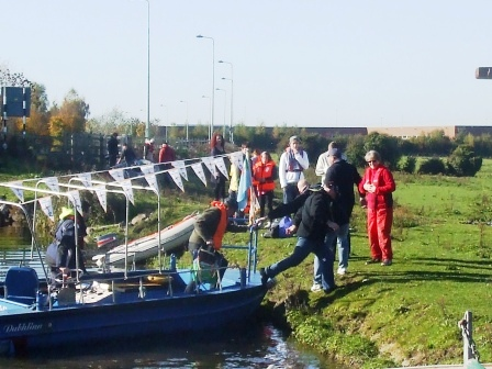 W06 stepping ashore from Belleek to Naas to Corbally EOL Oct 2010.jpg