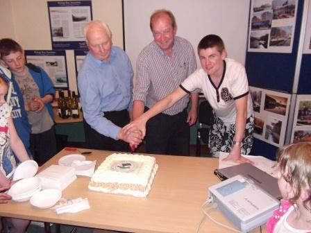 09W Cutting the Cake Banagher 10 Party 008 JT.jpg