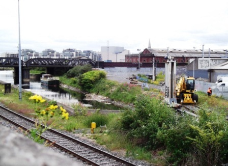 04W Awaiting lifting of CIE Railway Bridge May 27 2011 1337 033 by JT.jpg
