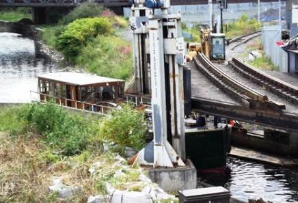15W Rambler under the railway lifting bridge Jun 9 2011 by Joe Treacy.jpg
