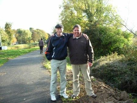 W1023 Larry Breen and Pa Keogh beside lime scale removed from lock 021 LB.jpg