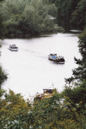 31B followed by Dabu and Vicki May heading up River Nore 2005