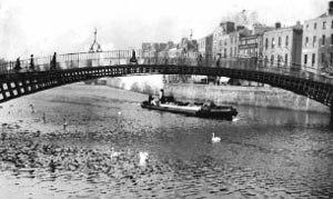 Guinnes Barge at Halfpenny Bridge