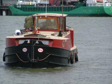 4B approaching Foynes 2008